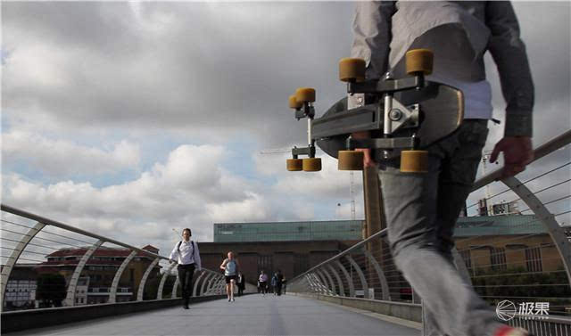 Eight wheels! Stepping on this skateboard stairs will never fall